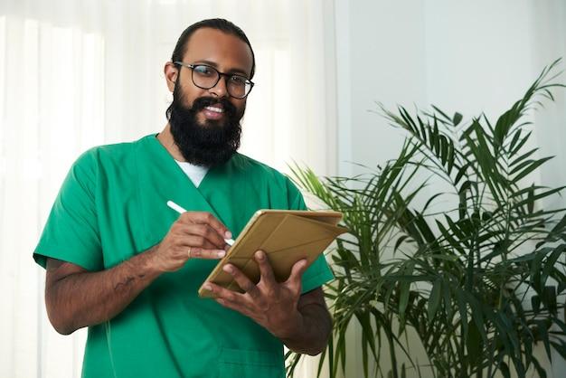 Dottore con gadget
