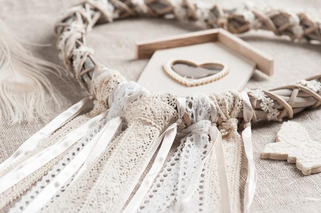 Dreamcatcher beige a forma di cuore