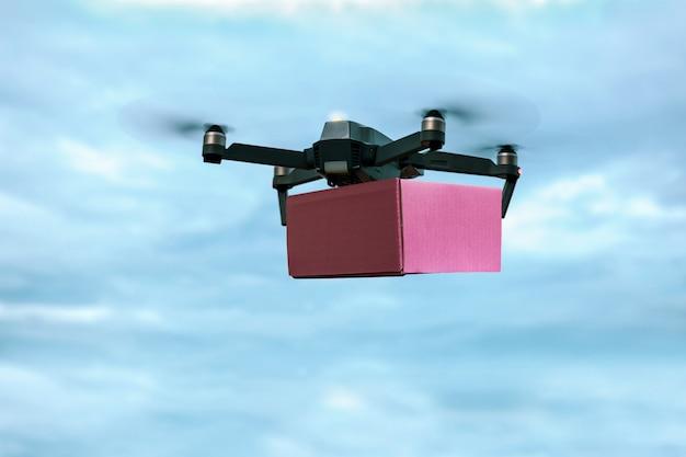 Drone che trasporta casella di posta per la consegna di aria veloce.