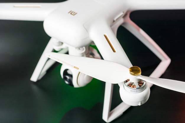 Drone con fotocamera integrata