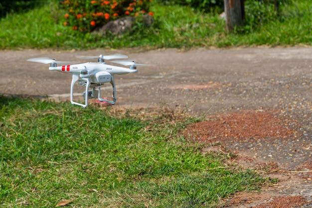 Drone di quadrocopter con camera volante
