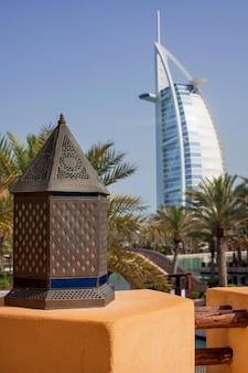 Dubai, burj al arab visto da madinat jumeirah