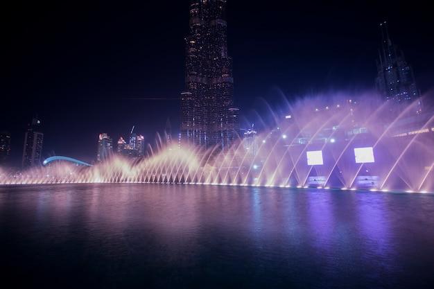 Dubai danza fontana d'acqua
