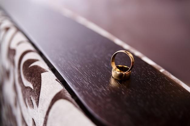 Due anelli di nozze