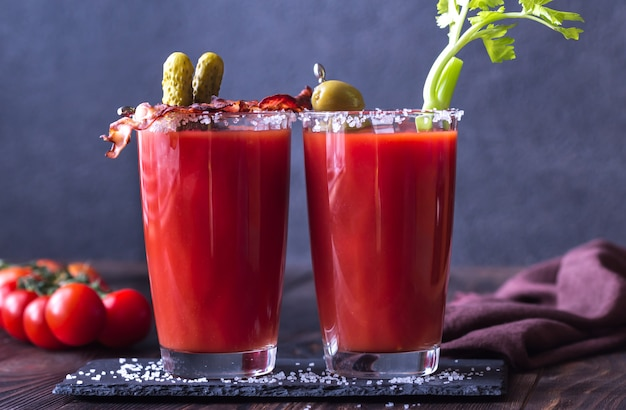Due bicchieri di bloody mary