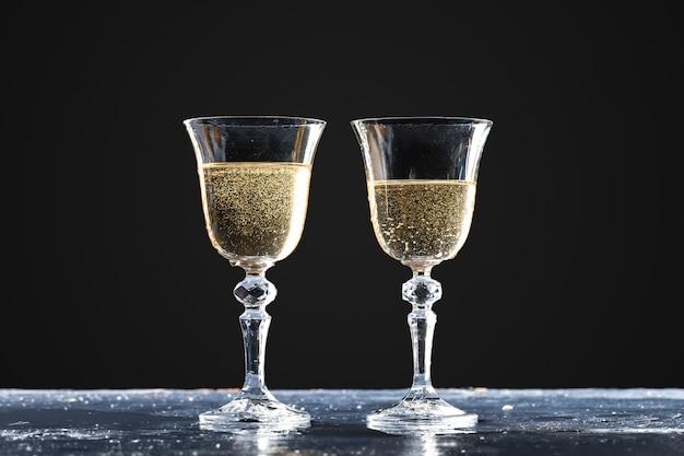 Due bicchieri di spumante