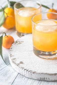 Due bicchieri di succo d'arancia