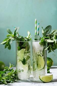 Due cocktail mojito
