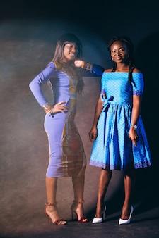 Due donne afro americane in studio