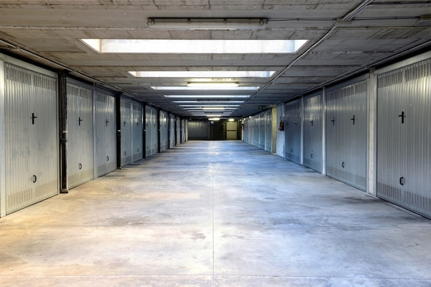Due file di porte da garage