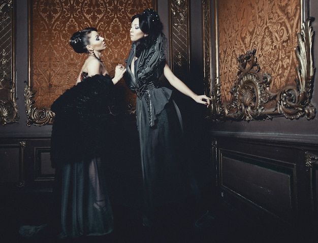 Due giovani belle donne