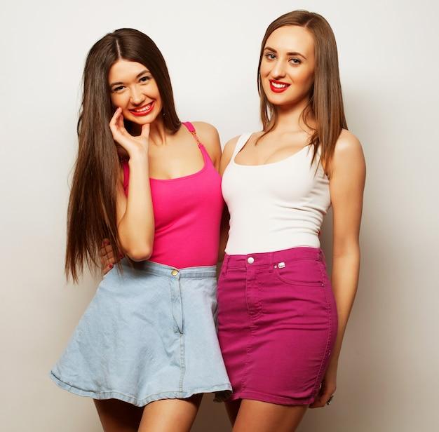 Due giovani ragazze