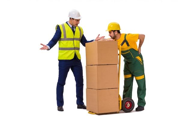 Due lavoratori isolati sul muro bianco