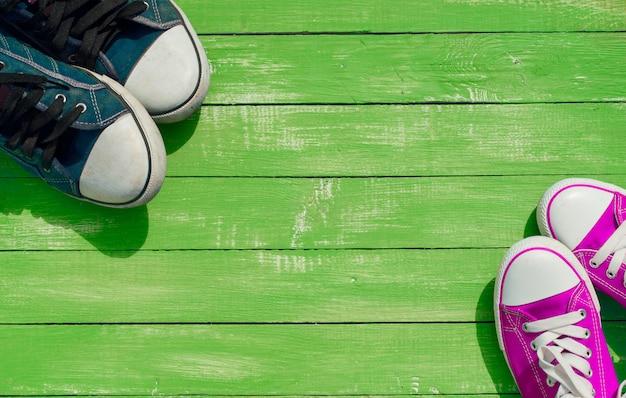 Due paia di sneaker giovanili color blu e lilla