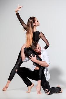Due persone che ballano