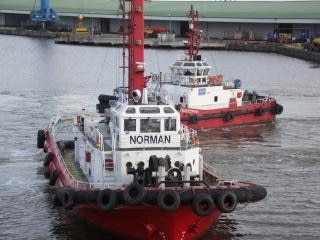 Due rimorchiatori barche