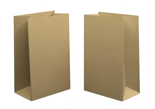 Due sacchetti di carta kraft riciclata, isolato su sfondo bianco