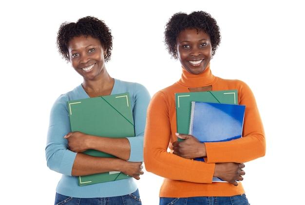 Due sorelle studenti adolescenti su uno sfondo di pentecoste