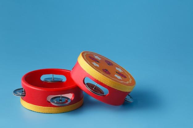 Due tamburi giocattolo