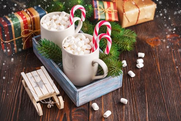 Due tazze con piccoli marshmallow