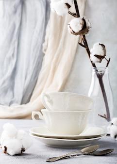 Due tazze da tè in porcellana retrò