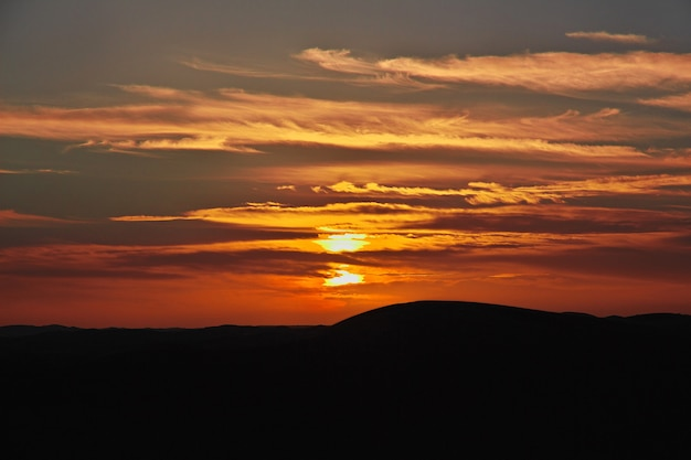 Dune nel deserto del sahara al tramonto