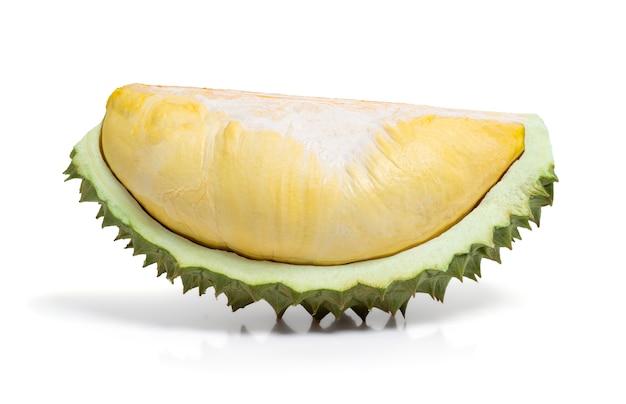 Durian del primo piano isolato su bianco con il percorso di residuo della potatura meccanica, re della frutta e della frutta tropicale dalla tailandia.