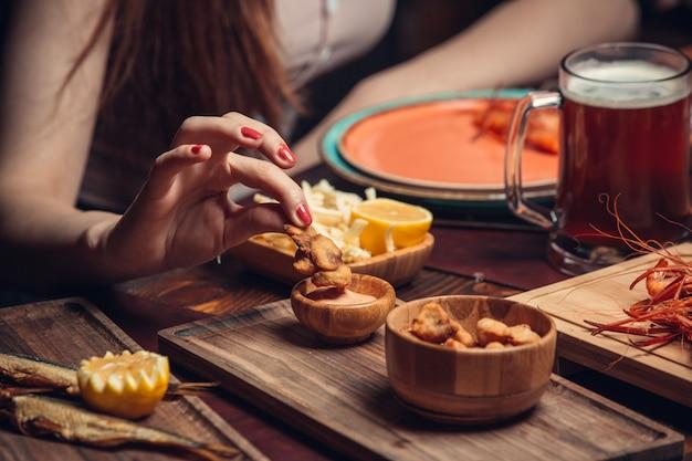 Dushbere fritto con salsa