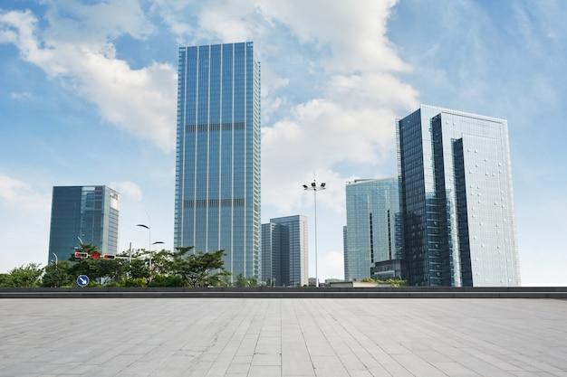 Edifici di vetro alto