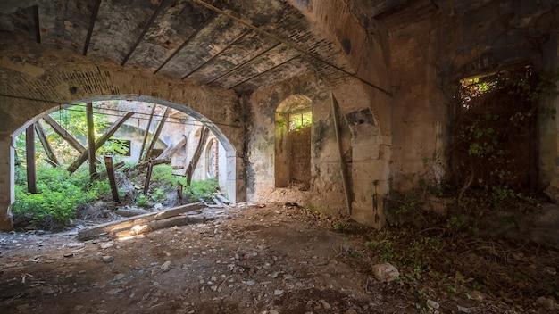 Edificio abbandonato e in rovina