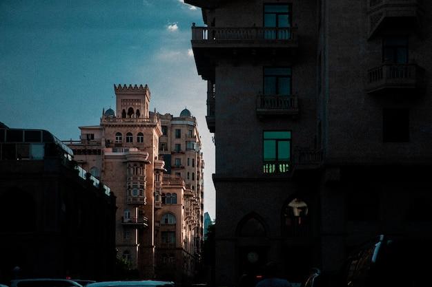 Edificio architettonico nel centro della città. foto di alta qualità