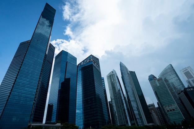 Edificio di vetro in città
