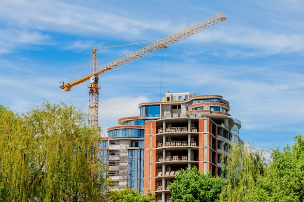 Edificio in cemento in costruzione.