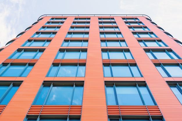 Edificio moderno vista dal basso