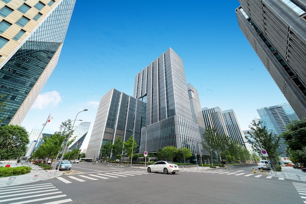 Edificio per uffici moderno in una grande città