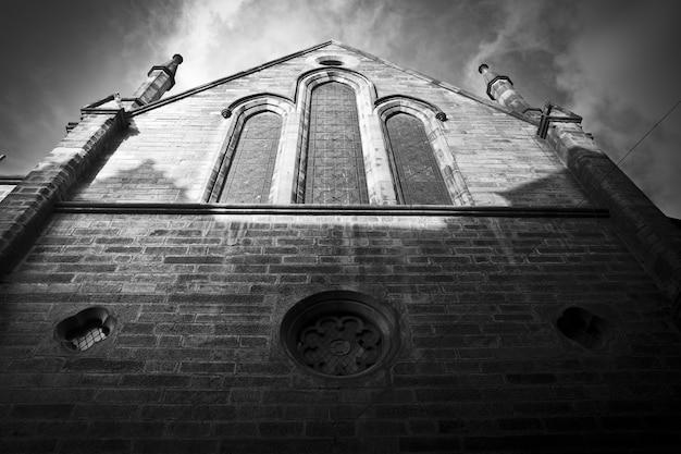 Edinburgside della vecchia chiesa protestante, ora trasformata in caffè, the hub.
