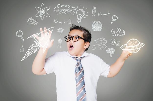 Educazione scientifica con bambino ragazzo