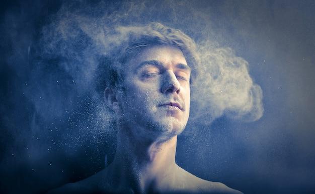 Effetto polvere di stelle sul viso di un uomo