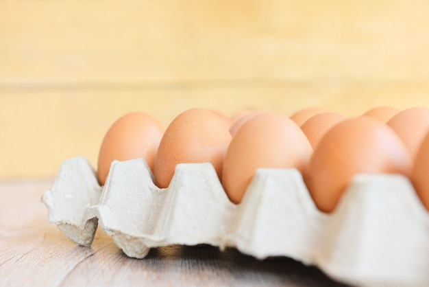 Egss di pollo in una scatola di uova