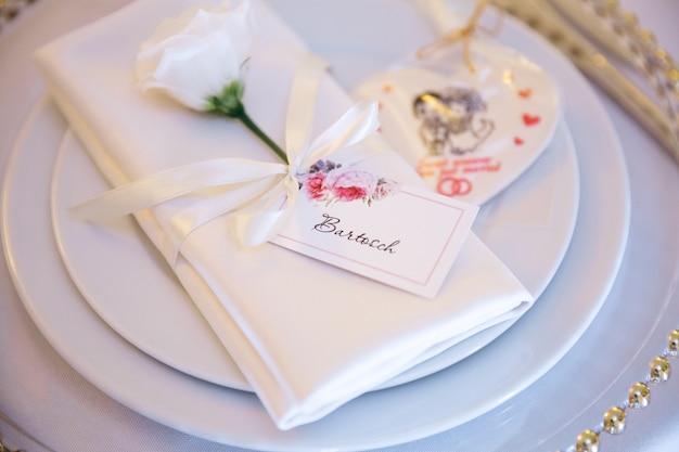 Elegante arredamento da tavola per il matrimonio