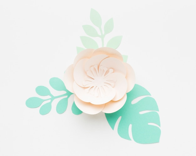Elegante ornamento in carta floreale