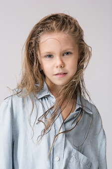 Elegante ragazza teenager
