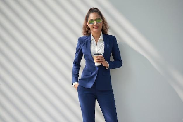 Elegante signora d'affari