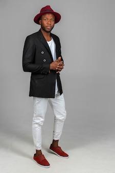 Elegante uomo di colore afro-americano