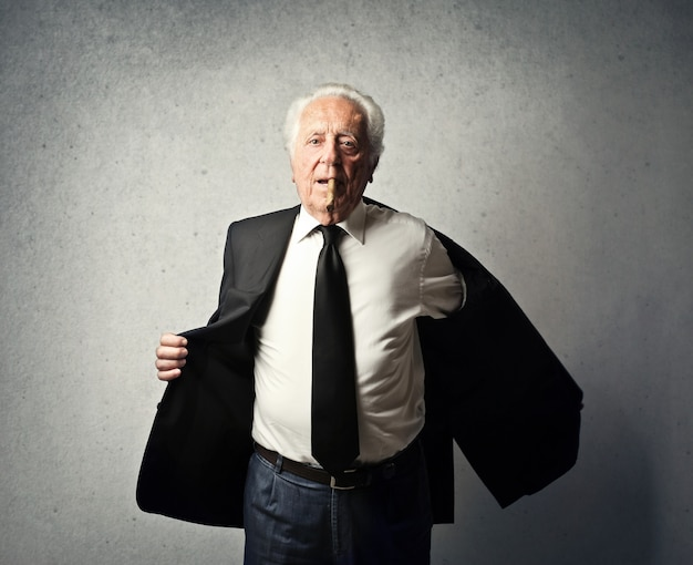 Elegante vecchio ricco