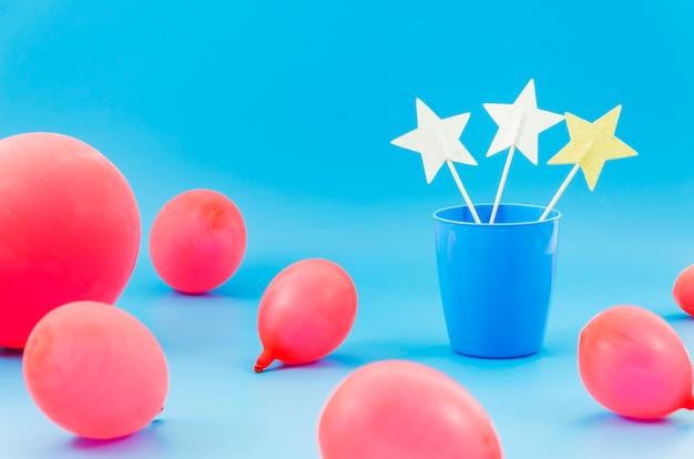Elementi decorativi colorati di compleanno