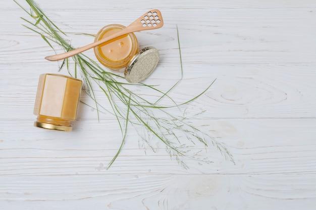 Elementi naturali per spa con miele