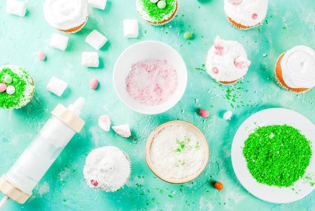 Elementi per fare cupcakes pasquali con orecchie da coniglio