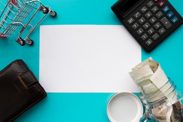 Elemento di finanza circondato carta