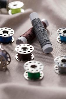 Elevato angolo di navette per macchine da cucire con bobine